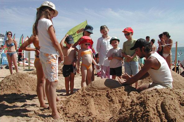 atelier-enfant-sculpture-sur-sable