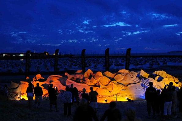 mds-sculpture-banc-de-poisson-de-nuit